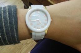 Reloj Nowley. Blanco, nacarado y dorado.