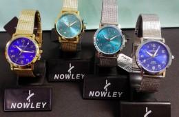 Relojes Nowley con esfera de colores y correa de malla.