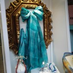 Fular de seda 100%, hecho y teñido de forma artesanal.