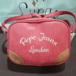 Bandolera en color coral de Pepe Jeans London.