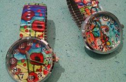 Relojes con ilustracoiones y cristal biselado.