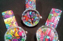 Relojes con ilustraciones divertidas y cristal biselado.
