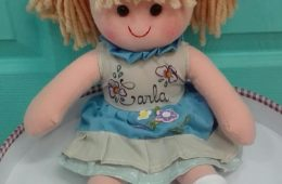 Muñeca de trapo personalizada con el nombre. (40cm.)