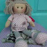 """Muñeca de trapo de """"La Nina"""" personalizada con el nombre."""
