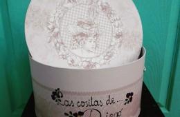 Cajas en cartoné para regalos de bebé.