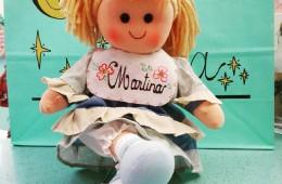 Muñeca de trapo con el nombre que elijas.