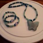 Collar y pulseras de piedras semipreciosas (ágatas). (Se venden por separado).