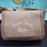 Bandolera con tapa de Pepe Jeans London.