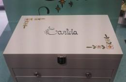 Joyero madera en blanco. Pintado a mano y personalizado con nombre (y fecha).
