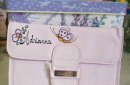 Carpeta portadocumentos de salud del bebé polipiel rosa personalizada.