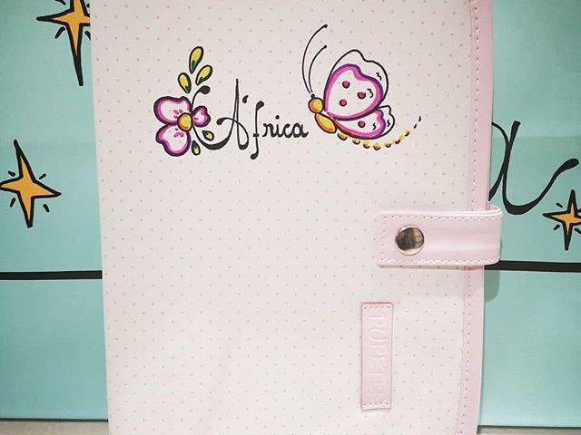 Portadocumentos de salud del bebé personalizado topos rosas.