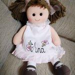 Muñeca trapo con traje de piqué rosa. Personalizada con el nombre