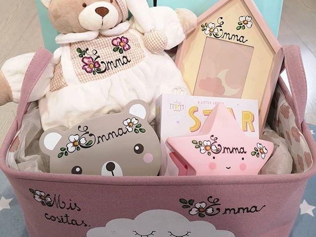 Canastilla bebé rosa personalizada