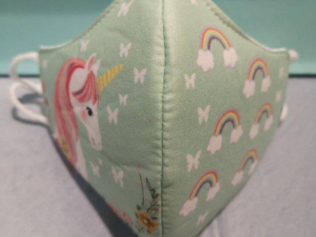 Mascarilla higiénica infantil unicornio